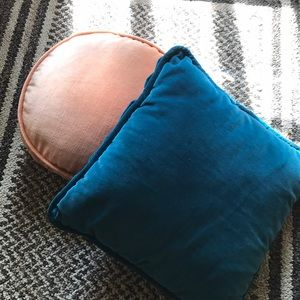 Set of 2 small vintage pillows